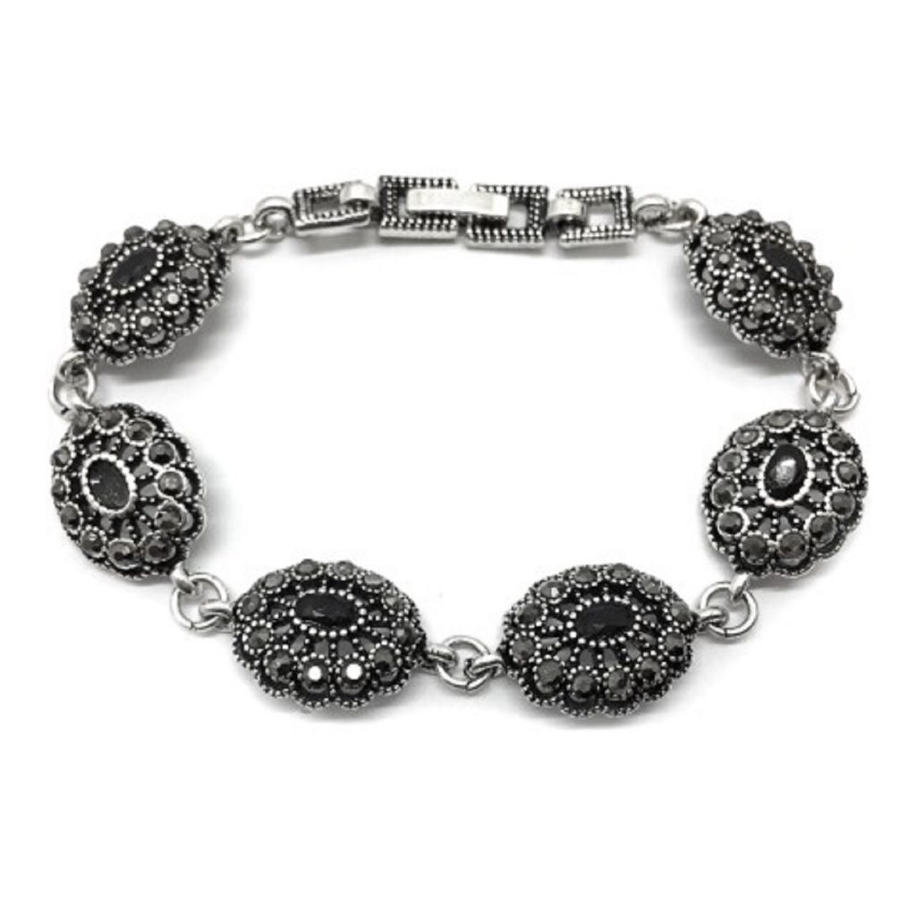 A bracelet made of jet stones and silver B249B