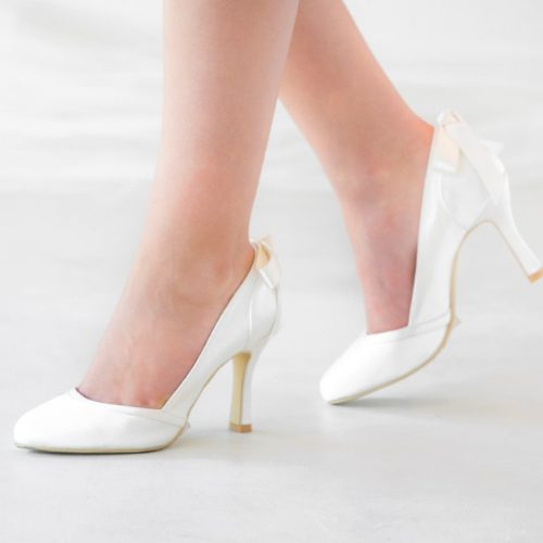 Vintage styled closed toe bridal shoe