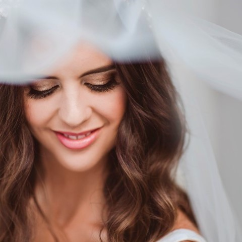 stunning brunet bride (Small)